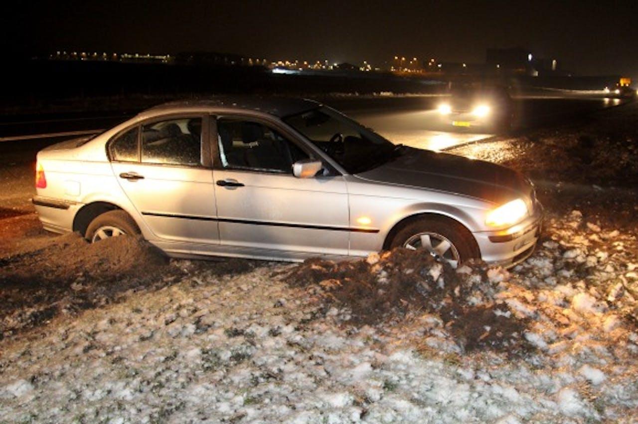 Een van de weg geraakte auto op de A7 bij Drachten. Foto ANP