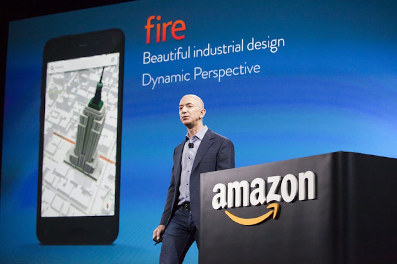 Baas Jeff Bezos presenteerde in 2014 de (inmiddels geflopte) Amazon Fire phone. Foto: ANP
