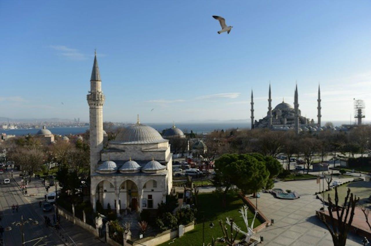 Blauwe Moskee en het lege Sultanahmet-plein na de aanslag op 12 januari. Foto: ANP/AFP