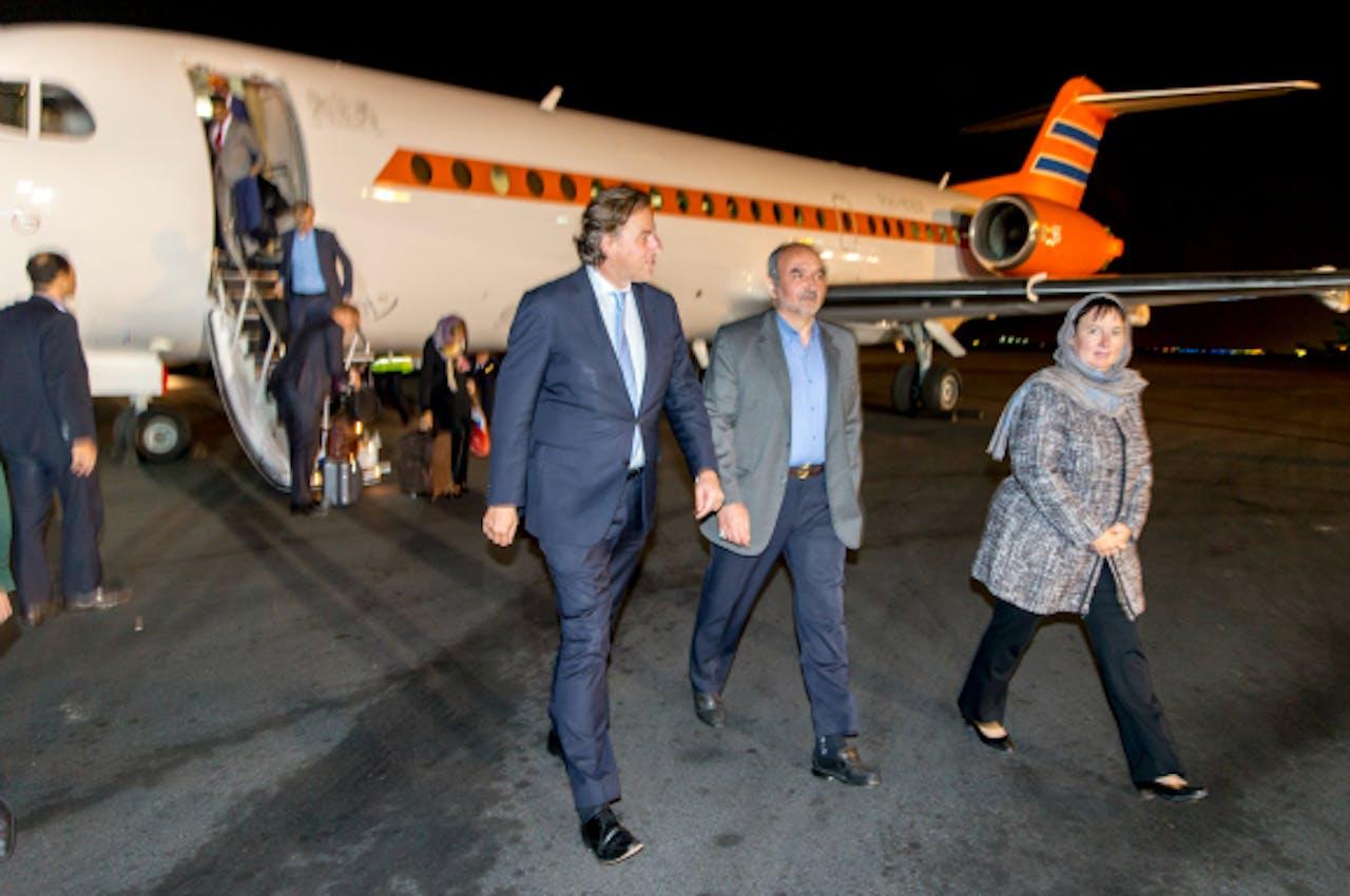 September 2015: Ambassadeur Terstal (R) ontvangt minister Koenders in Teheran. Foto: ANP
