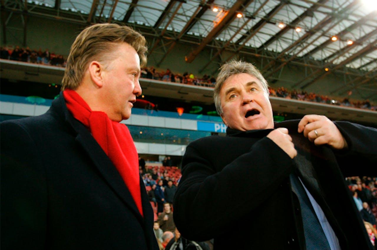 Van Gaal en Hiddink in 2006; toen nog trainers van respectievelijk AZ en PSV. Foto: ANP