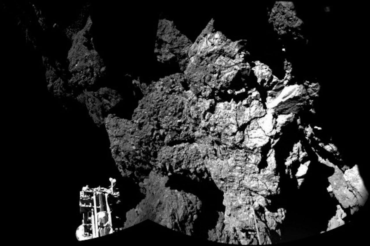 Foto gemaakt door de ruimtesonde van de komeet en de lander Philae. Foto: ANP/EPA