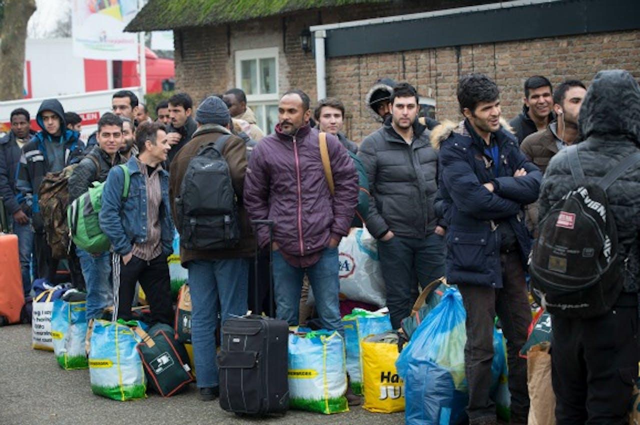 Asielzoekers in de rij bij een noodopvang. Foto: ANP