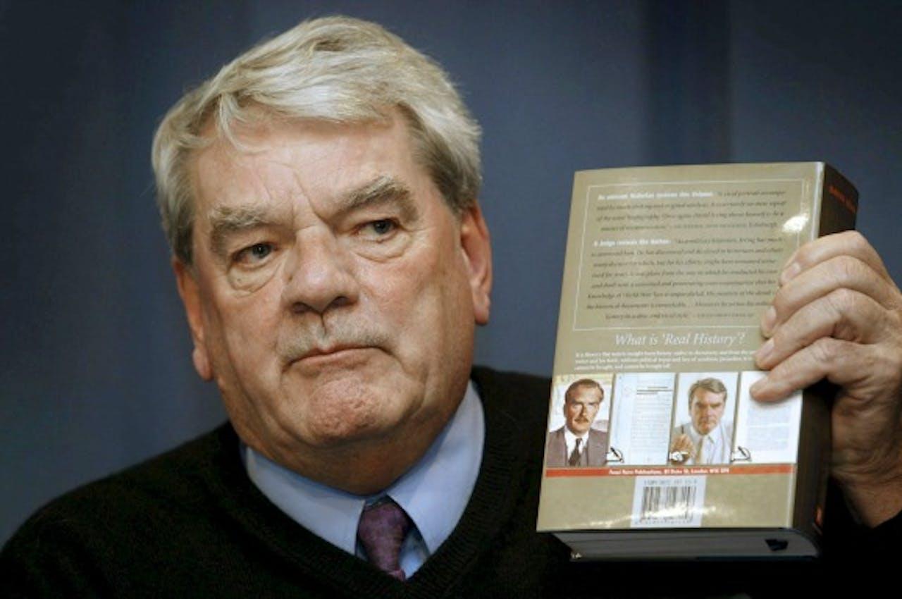 De Britse auteur David Irving, die vanwege zijn controversiële mening over de Holocaust niet welkom is voor een lezing in Den Haag. Foto ANP