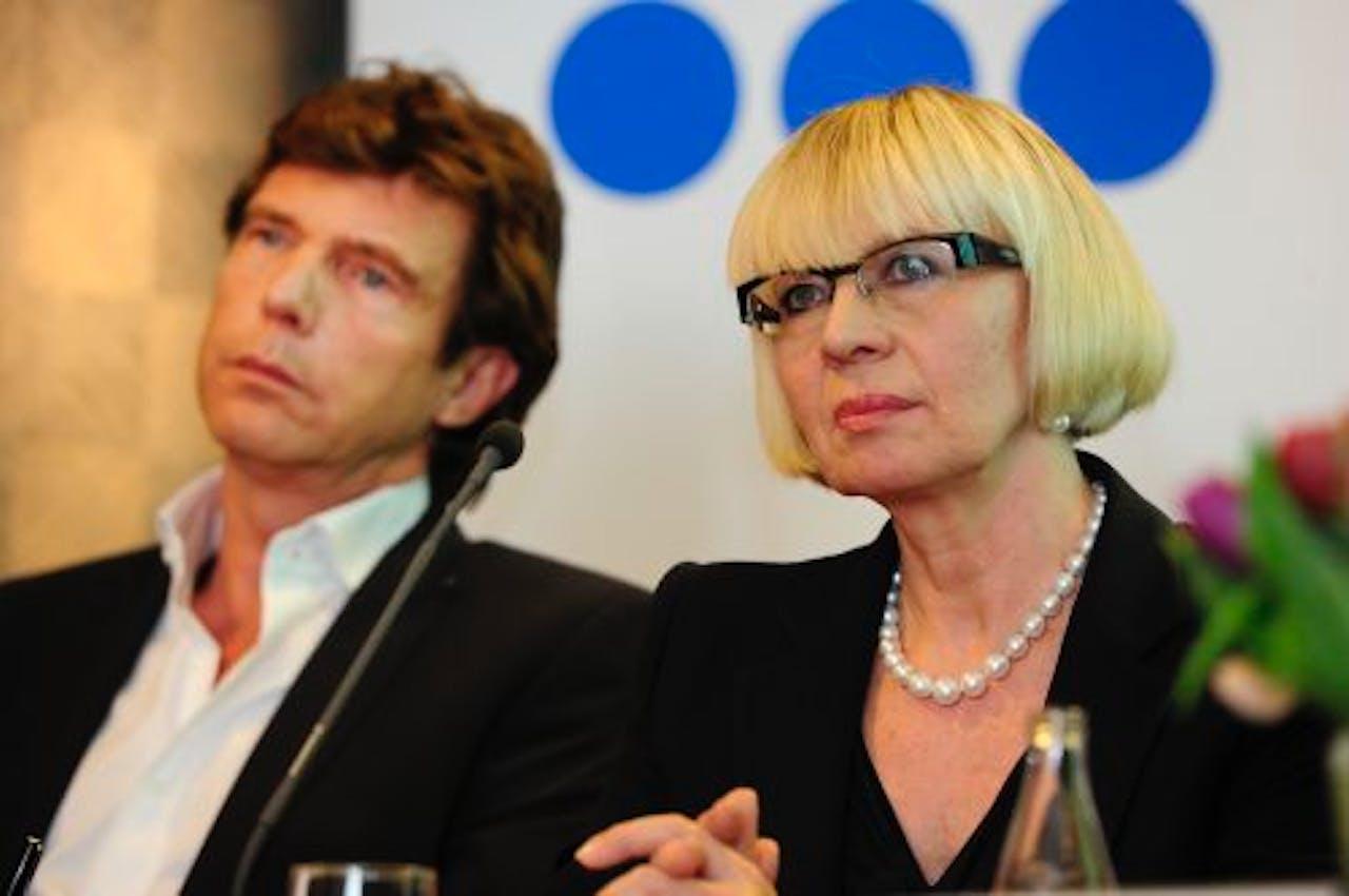 Sanoma Media-topvrouw Eija Ailasmaa (R) en John de Mol, eigenaar van de Talpa Media Group. ANP