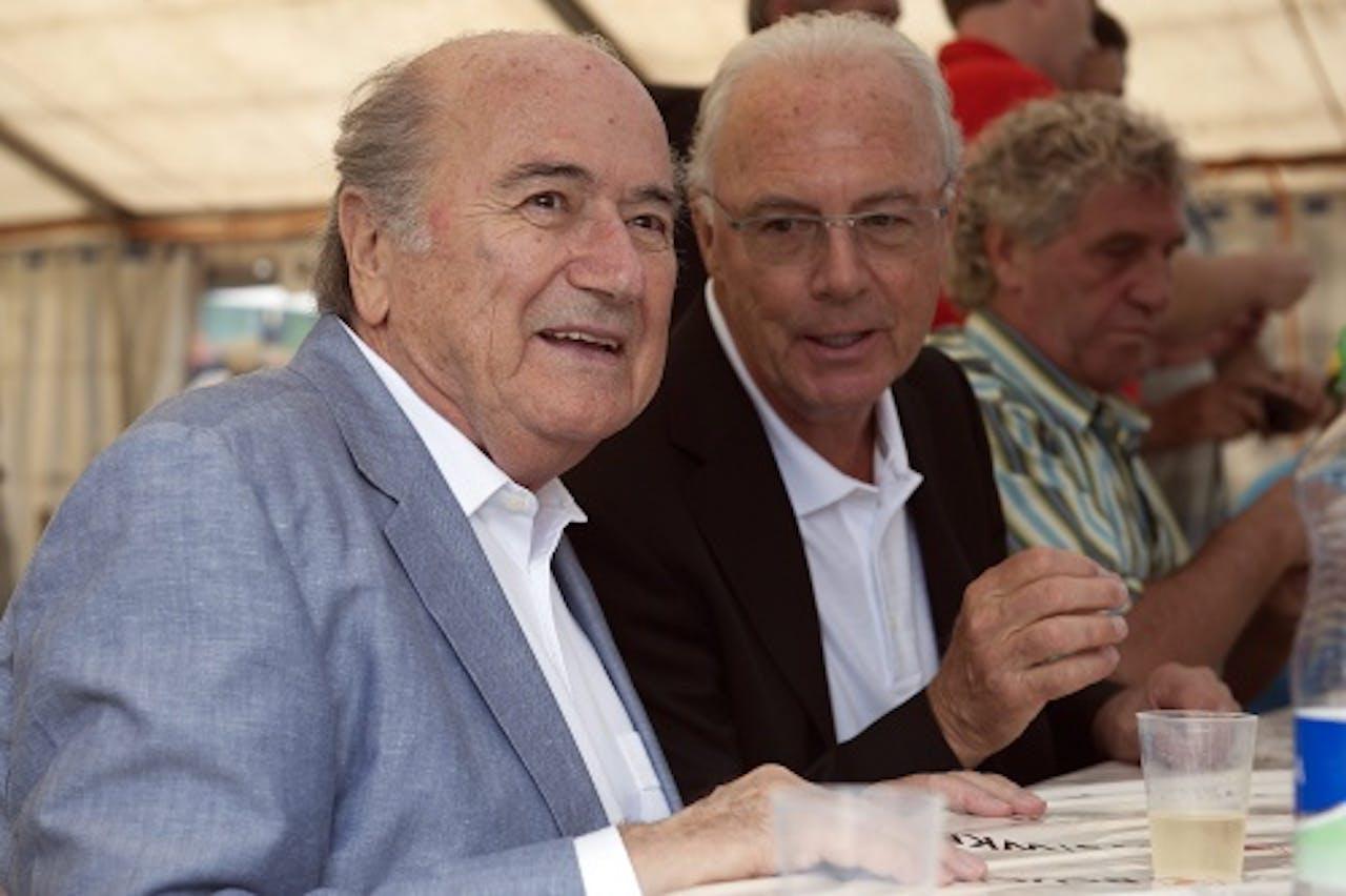Franz Beckenbauer (M). EPA