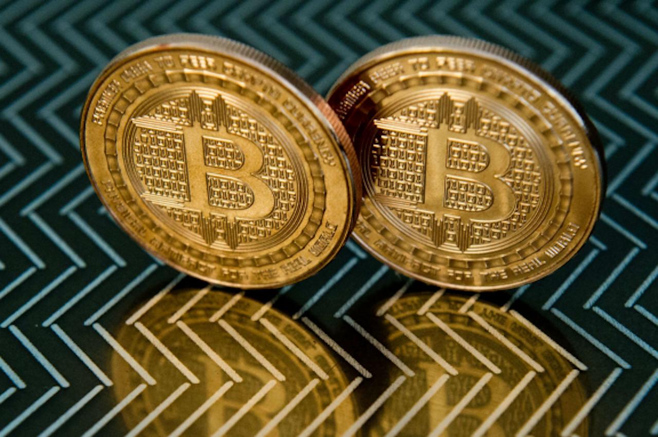 In 2014 liet het bedrijf Coinbase munten slaan met een Bitcoin-logo. Je kunt er niet mee betalen, want strikt genomen zijn het medailles. (Foto: ANP)