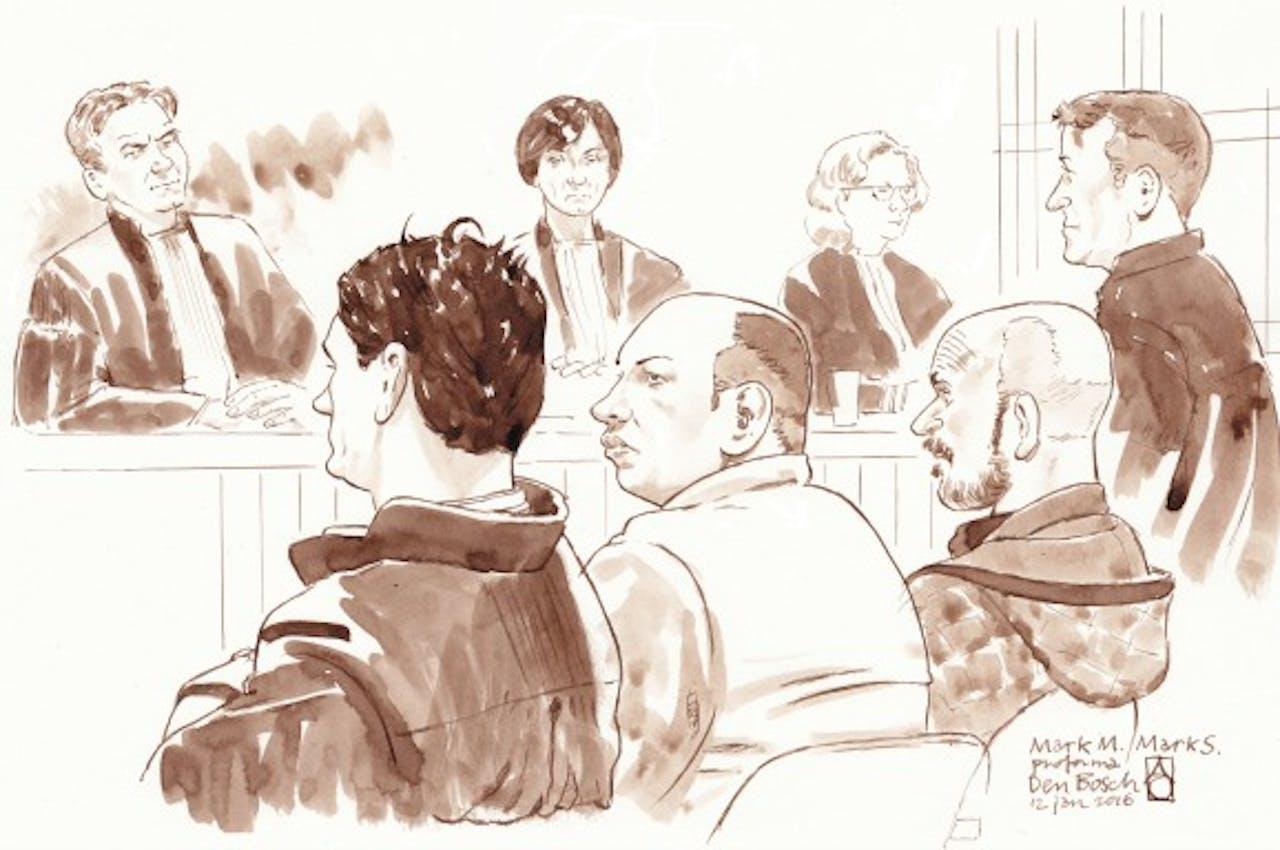 Rechtbanktekening met (vlnr) Mark M.`s advocaat Jan-Hein Kuipers, Mark M., Mark (Marcus) S. en diens advocaat Marcel Heuvelmans in de rechtszaak tegen Mark M. uit Weert. Foto ANP