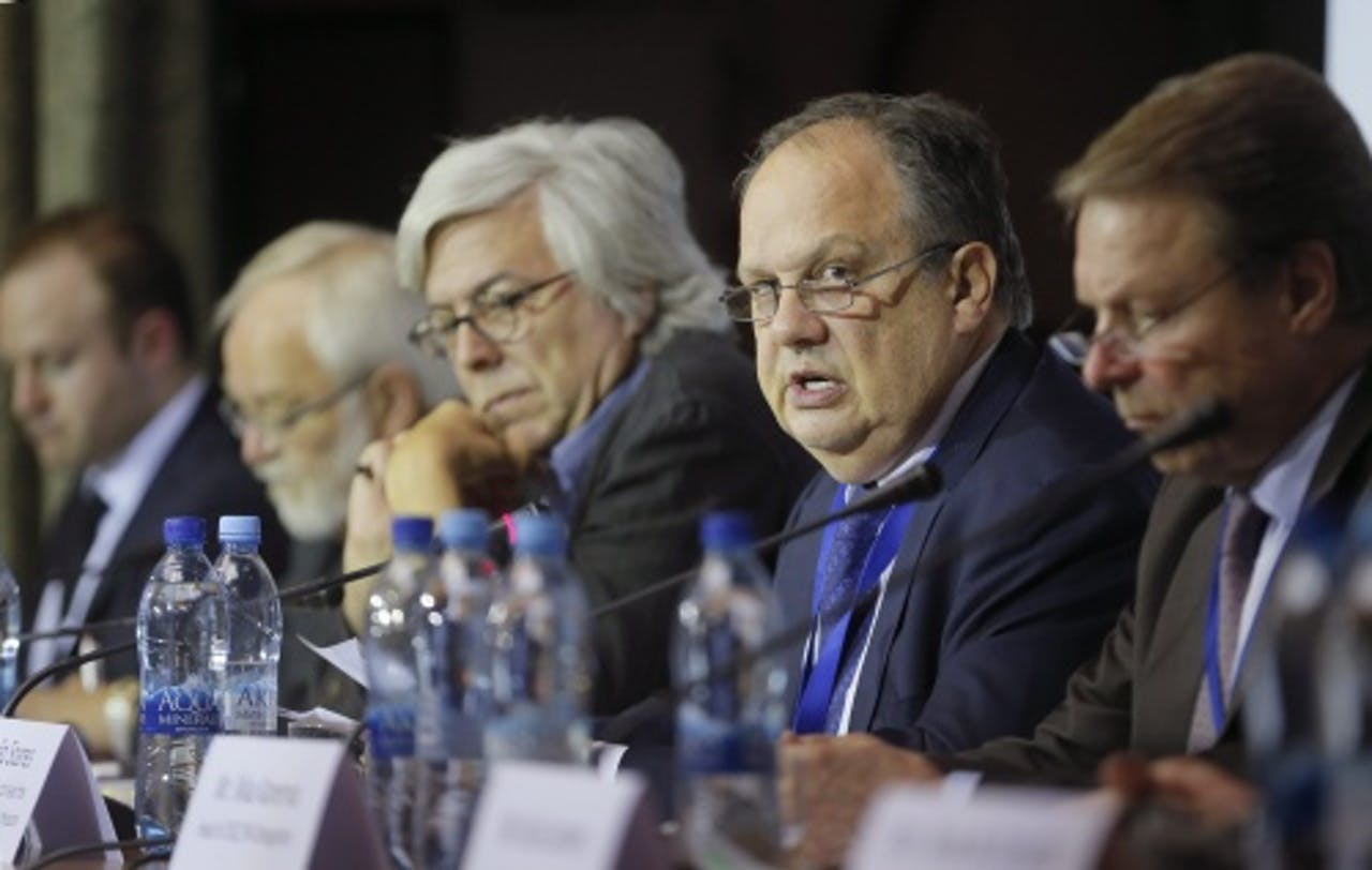 Joao Soares (2e van rechts) EPA