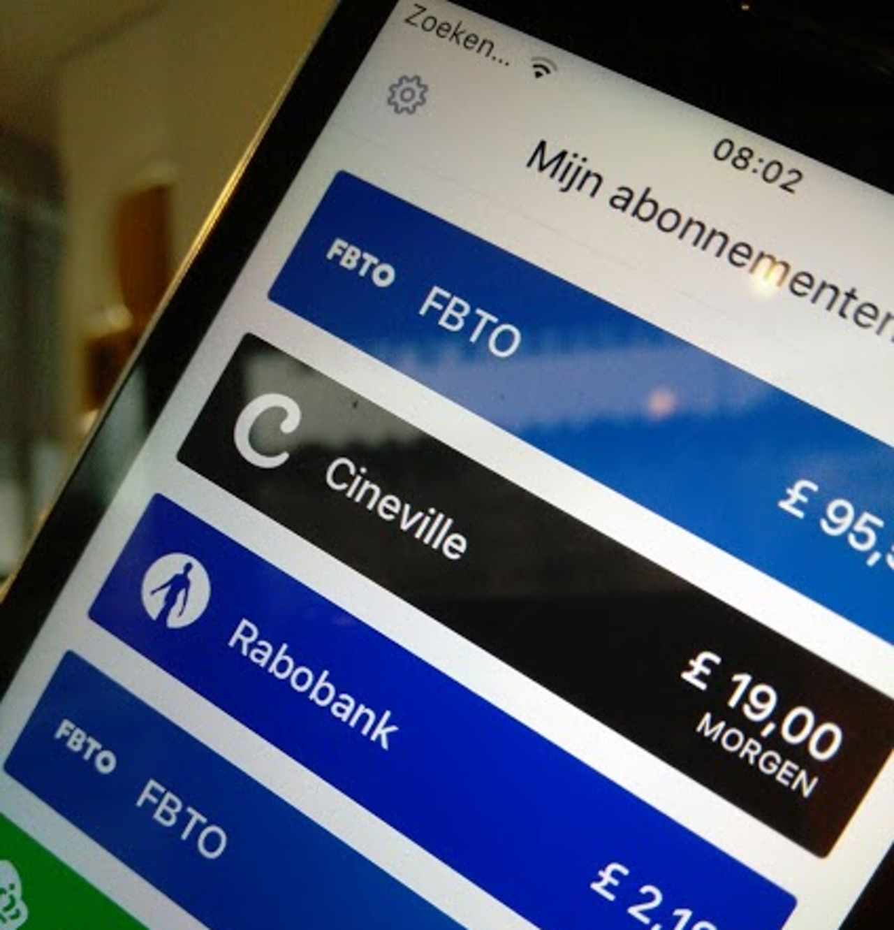 Bram downloadde per ongeluk in de Engelse App Store, vandaar de £ en niet de €