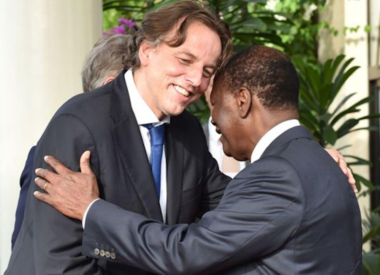 Bert Koenders met de Ivoriaanse president Alassane Ouattara. Foto: Issouf Sanogo/AFP/ANP