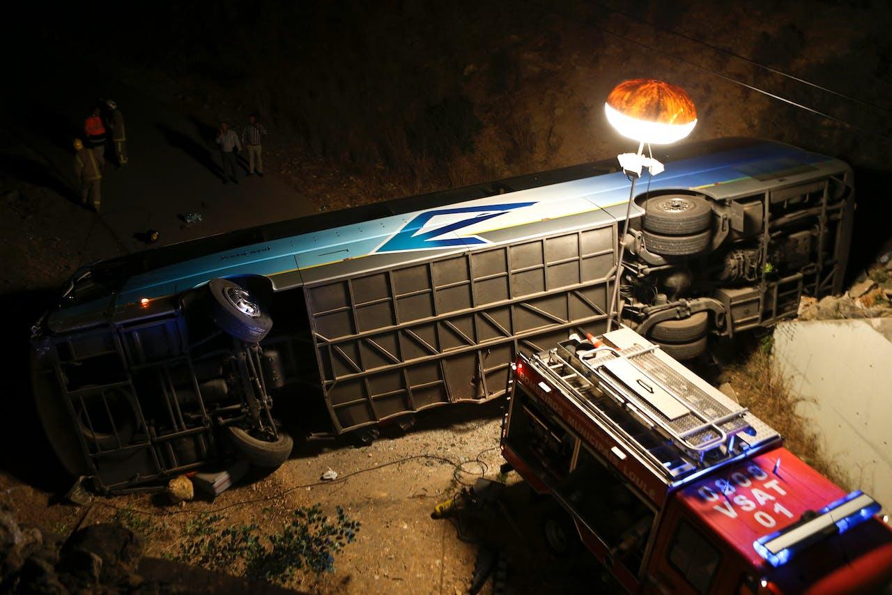 De bus met ruim dertig Nederlanders reed in een talud.