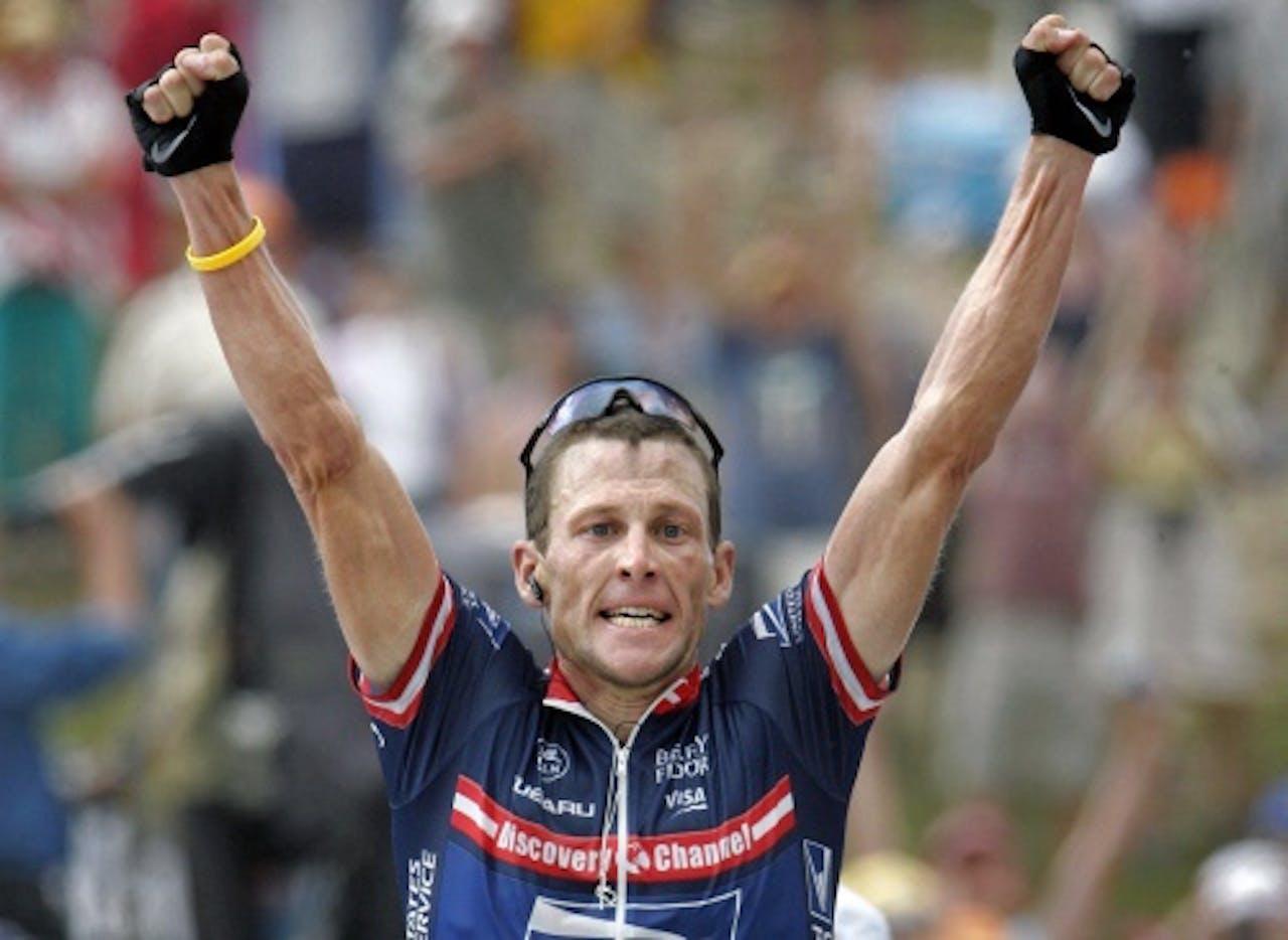 Lance Armstrong wint in 2004 op Plateau de Beille. ANP