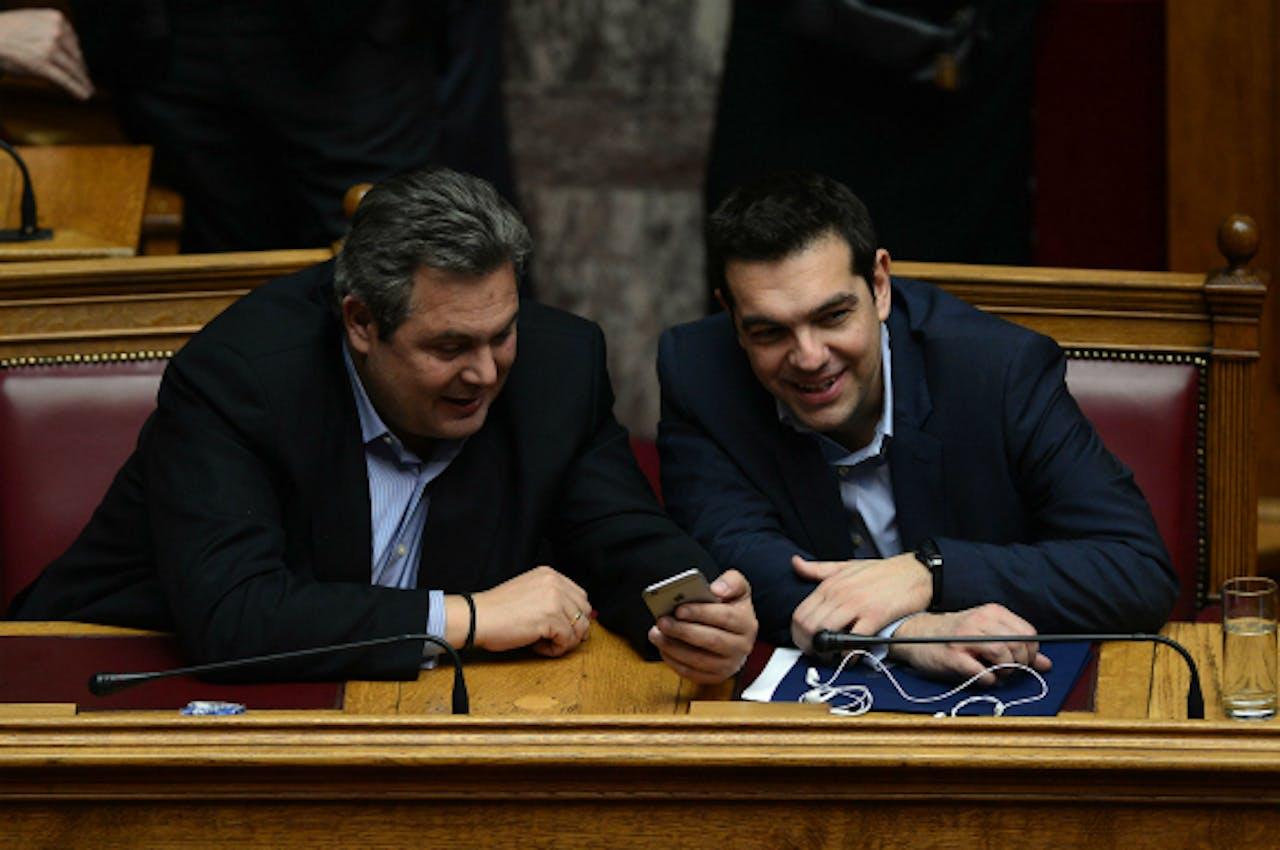 Foto: ANP/AFP - Tsipras (r) en zijn Defensieminister Kammenos