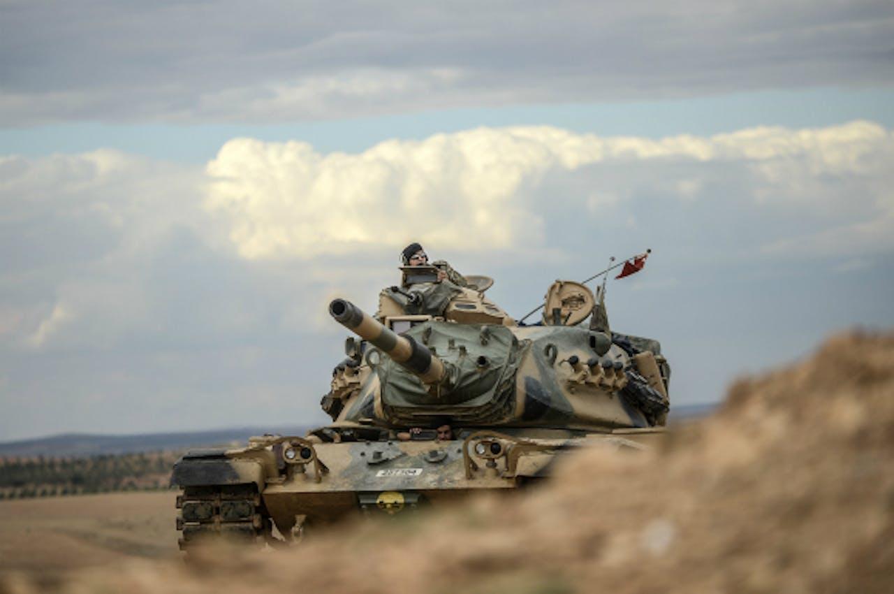 Foto: ANP/AFP - Turkse tanks verplaatsten zich eerder deze week richting de Syrische grens