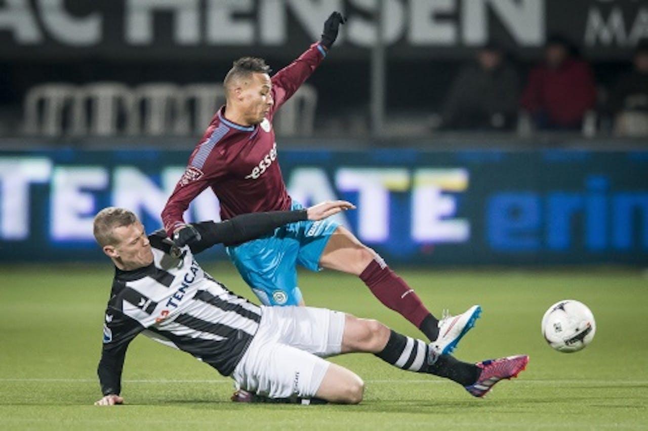 Jeroen Veldmate van Heracles Almelo in duel met Tjaronn Chery (R) van FC Groningen. ANP PRO SHOTS