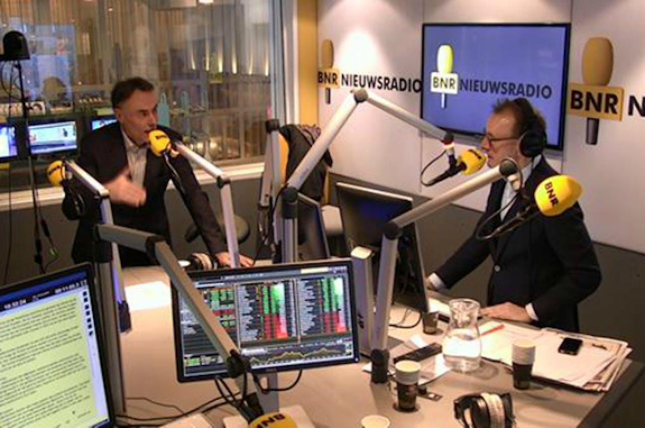 Wim Leereveld (L) in gesprek met Paul van Liempt.