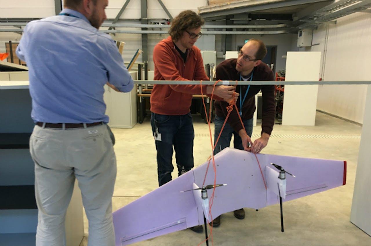 De Doctor1 (DR1) wordt getest bij het Nederlands Lucht- en Ruimtevaartcentrum in Amsterdam. Uiteindelijk moet deze drone ingezet worden om medicijnen te bezorgen in Afrika.