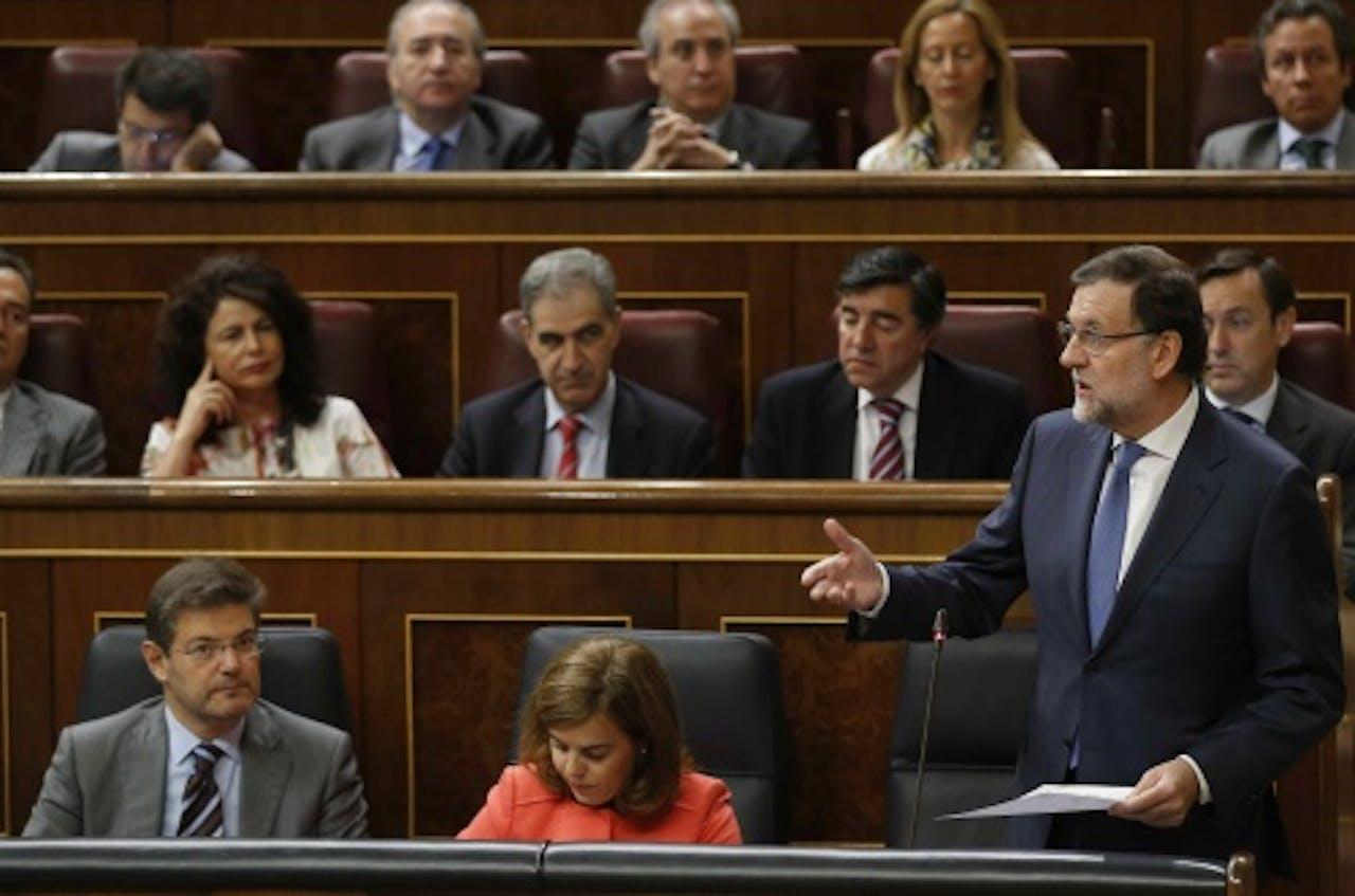 Rajoy (R) in het parlenment. EPA