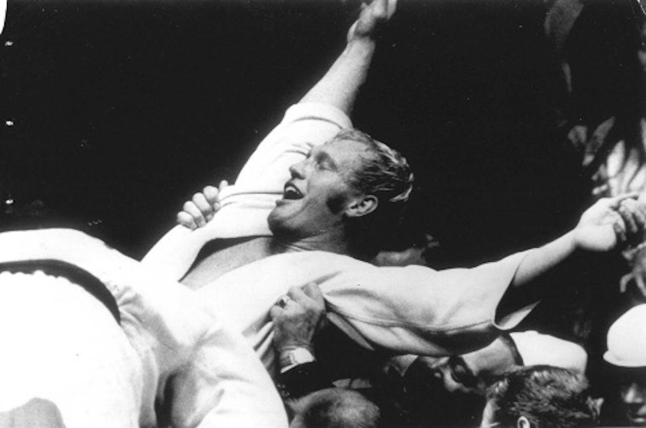 ANP Archiefbeeld Juicht na het winnen van het gouden medaille tijdens de Olympische Spelen van 1972 in München.