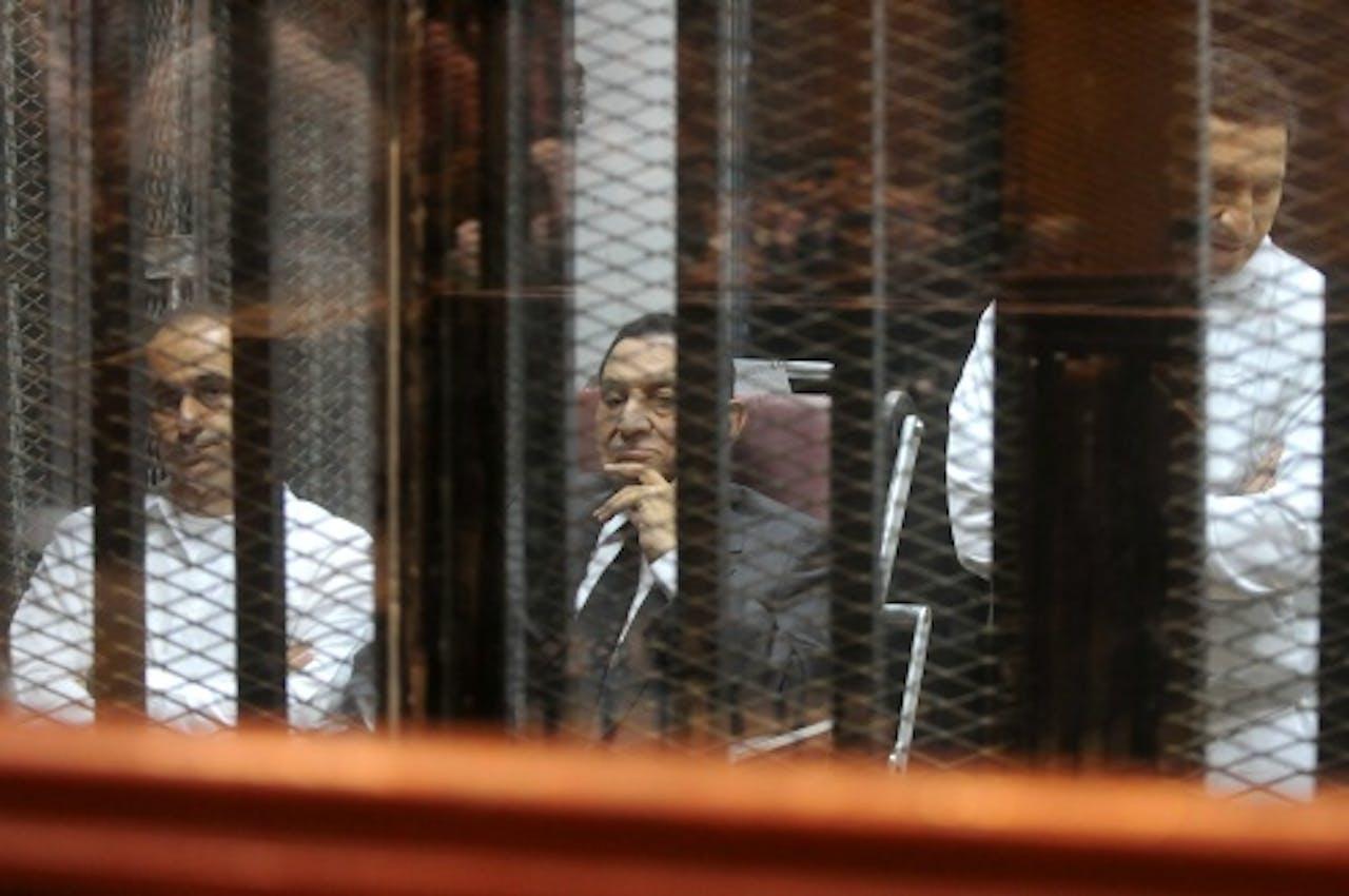 Archiefbeeld Gamal (L) en Alaa (R) Mubarak. EPA
