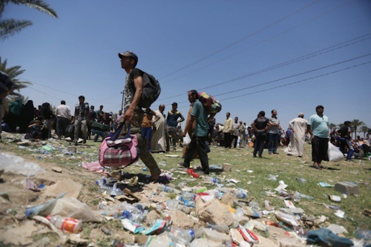 Inwoners van Ramadi op de vlucht voor het geweld. EPA