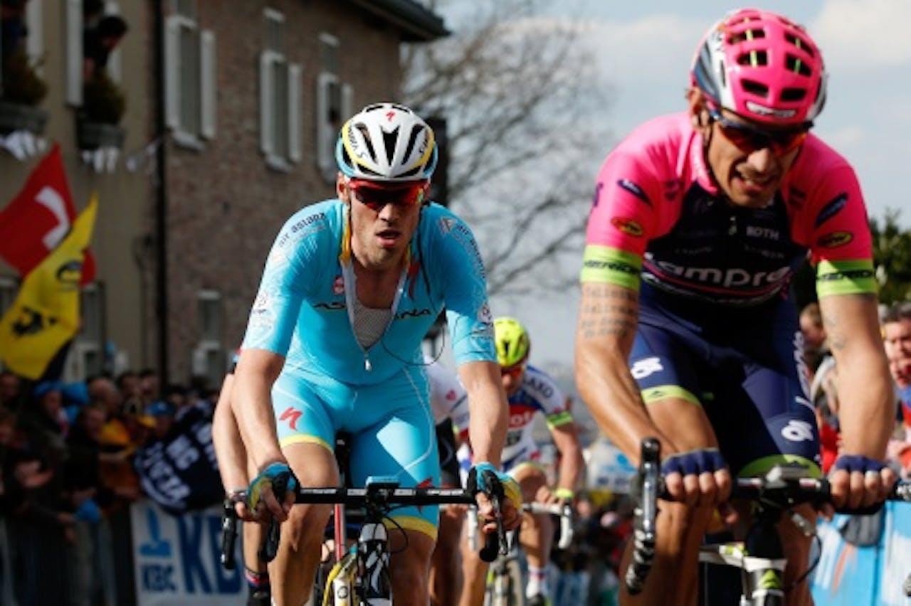 ANP Lars Boom (L) in actie tijdens de Ronde van Vlaanderen.