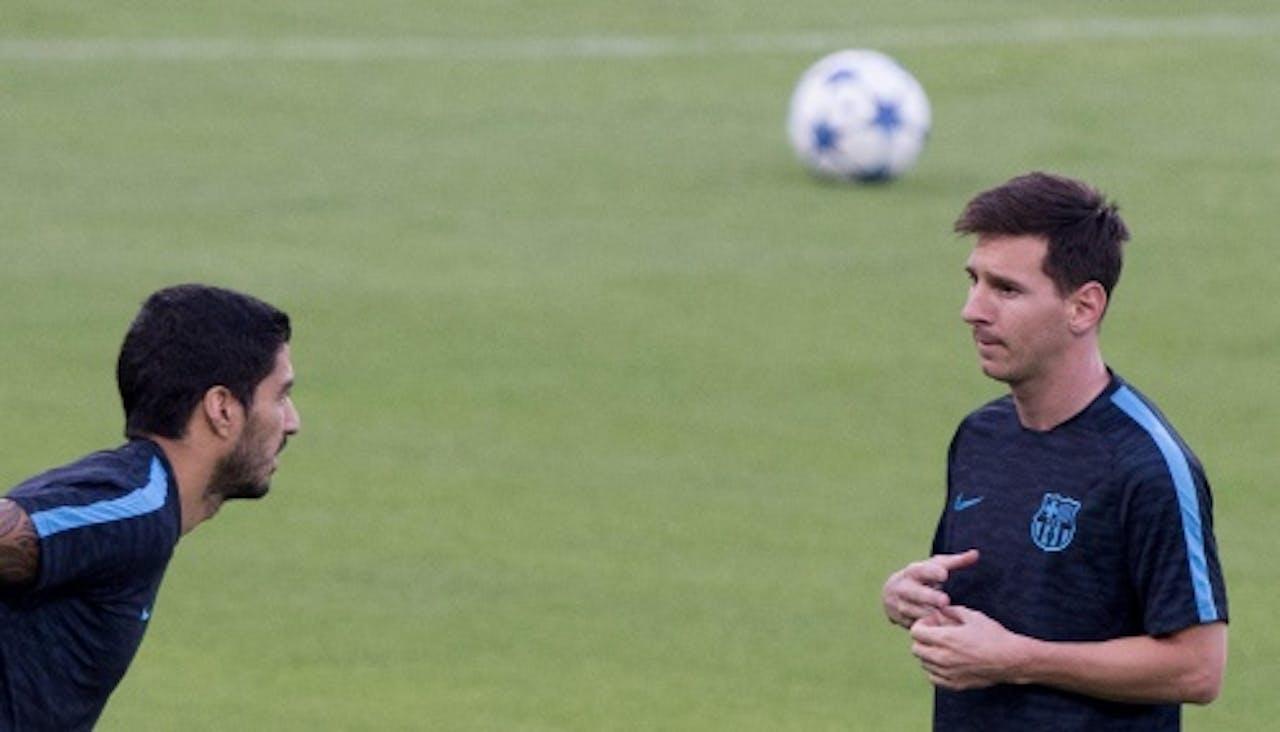 Suarez (L) en Messi. EPA
