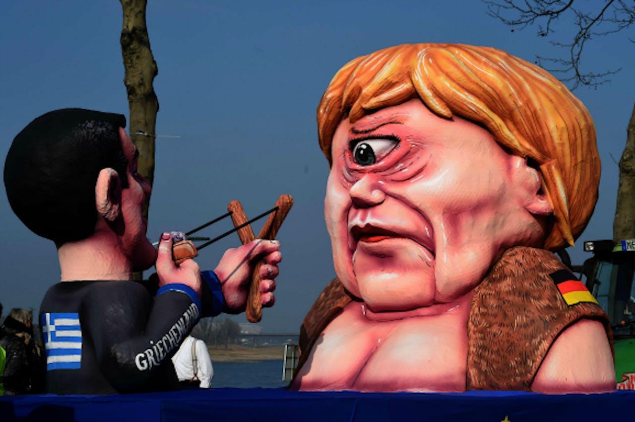 Verbeelding van Tsipras en Merkel tijdens het carnaval in Düsseldorf, 16 februari 2015. Foto: ANP/AFP