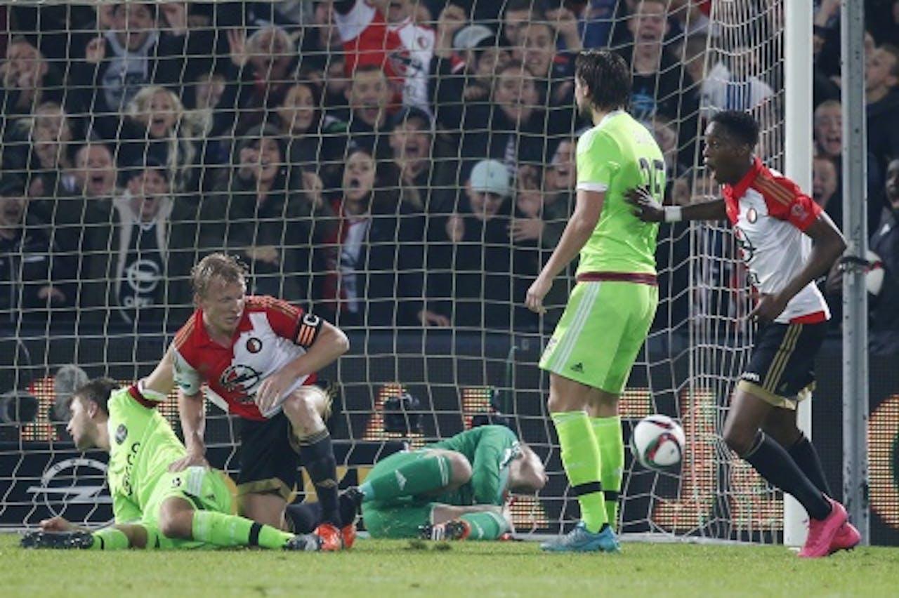 Het eigen doelpunt van Ajacied Veltman in de bekerwedstrijd Feyenoord-Ajax (ANP)