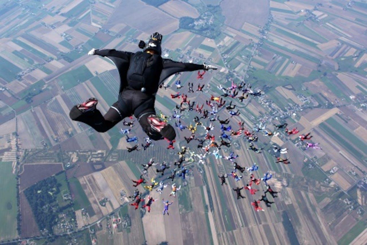 Archiefbeeld van skydivers. EPA