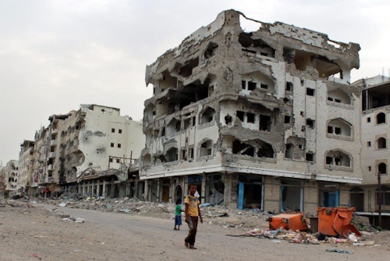 De verwoesting in havenstad Aden. EPA