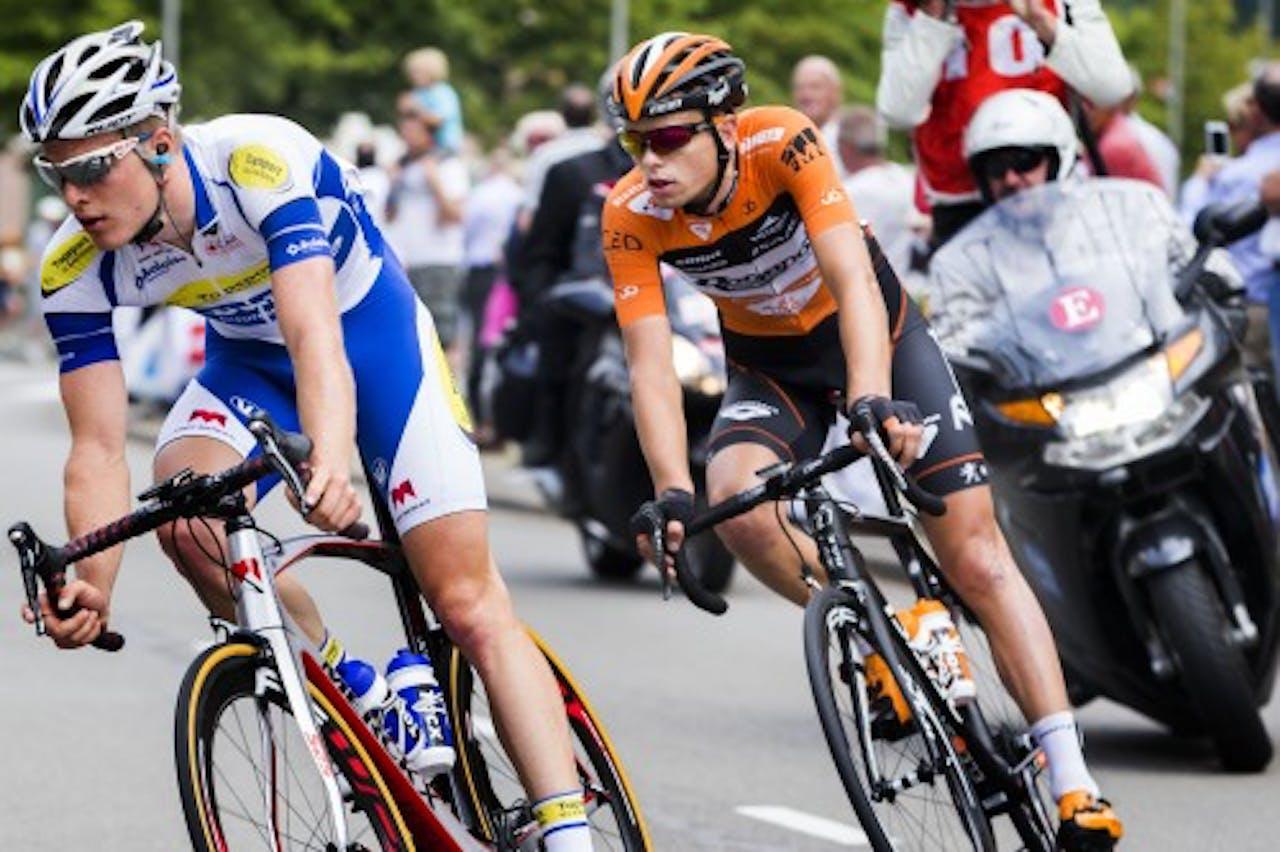 Jesper Asselman (R) in het wiel van Gijs Van Hoecke. ANP