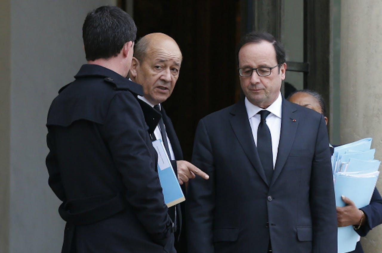V.l.n.r.: Valls, Le Drian en Hollande. Foto: ANP/AFP