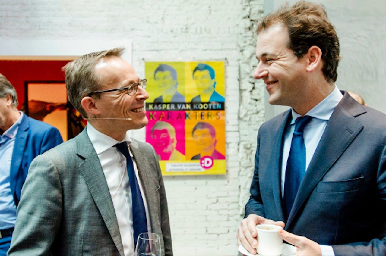 Foto: ANP - Maurice Limmen (L) en minister Lodewijk Asscher
