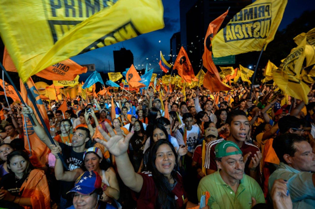 Oppositie-aanhangers tijdens de afsluitende campagnebijeenkomst voor de verkiezingen. Foto: ANP/AFP