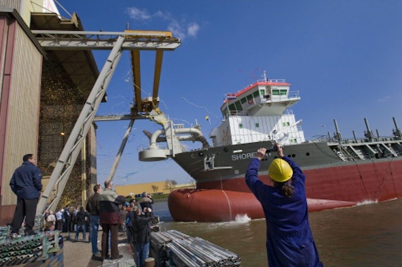 Archieffoto. Tewaterlating van een schip op de scheepswerf van IHC. ANP