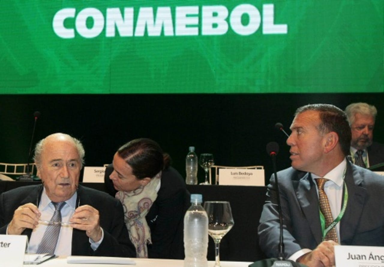 Juan Angel Napout (R) en Sepp Blatter. Archieffoto EPA