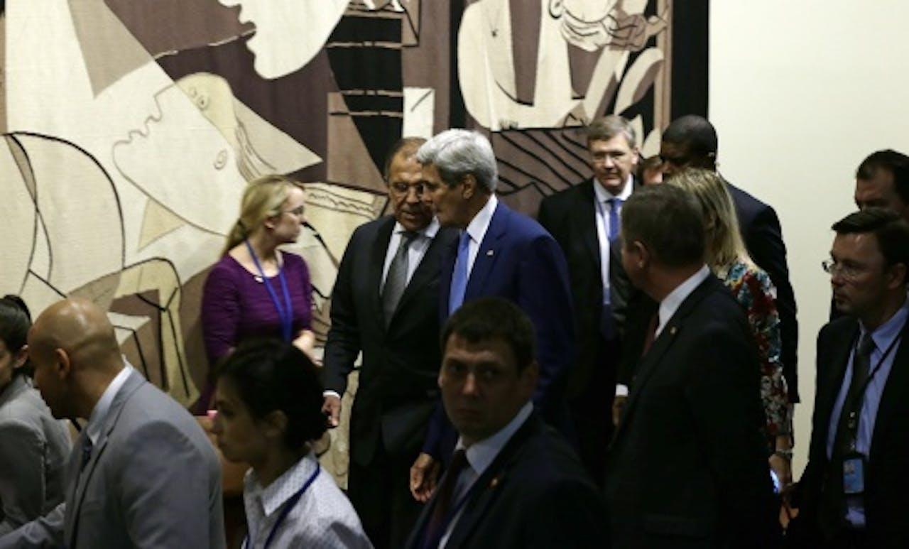 Lavrov en Kerry houden een onderonsje (EPA)