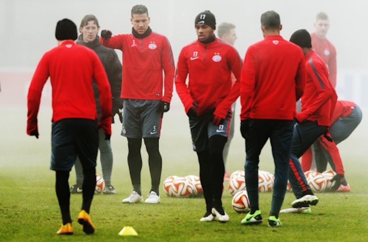 ANP Jeffrey Bruma (3eL) van PSV tijdens de training ter voorbereiding op de Europa League-wedstrijd tegen FC Zenit.