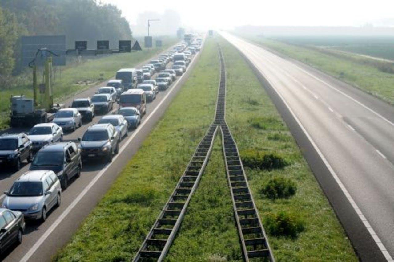 Automobilisten stonden zondagochtend nog in de file op de A58 bij Kruiningen. ANP