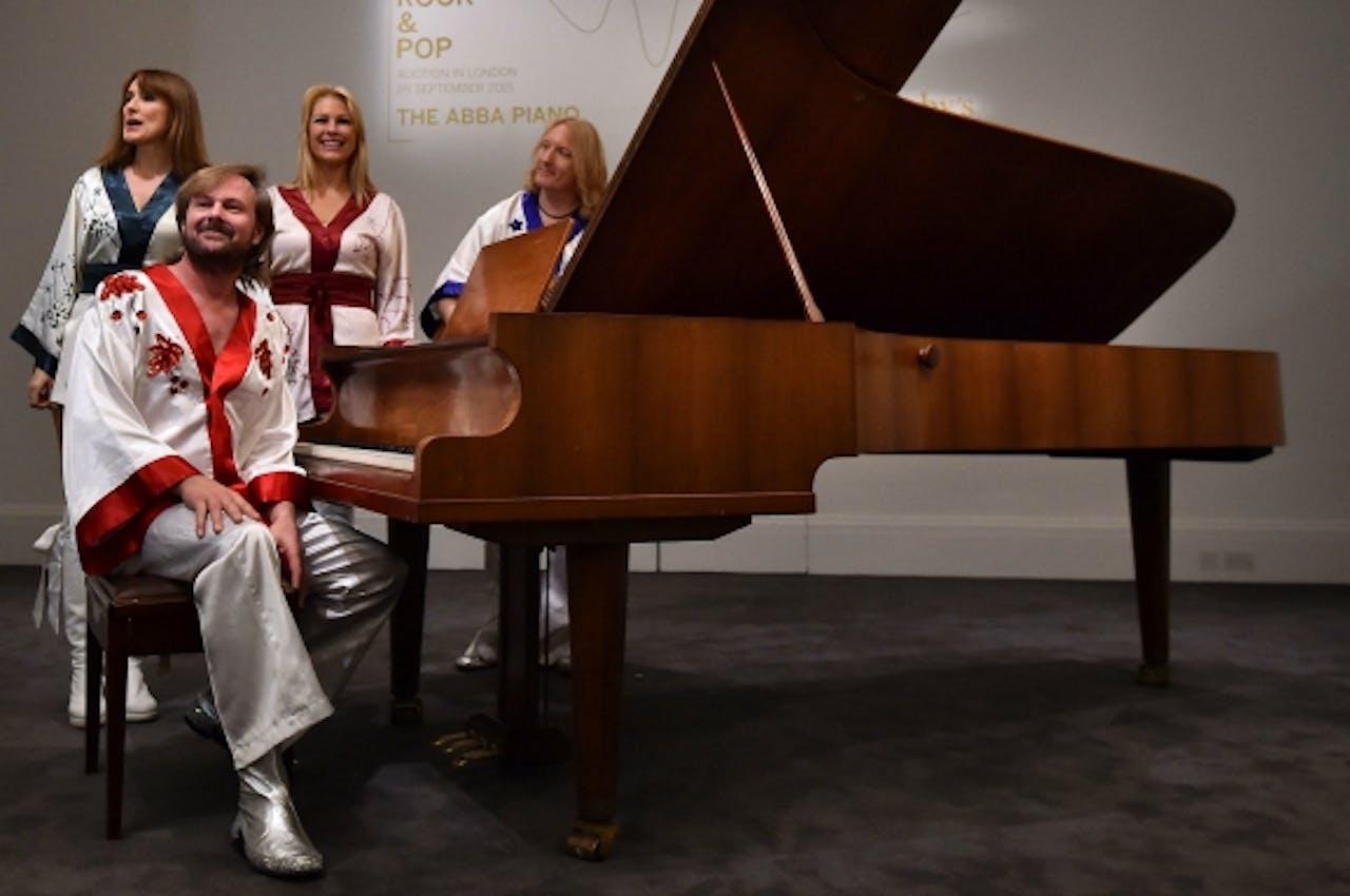 De piano van ABBA die vandaag verkocht wordt. Foto: ANP