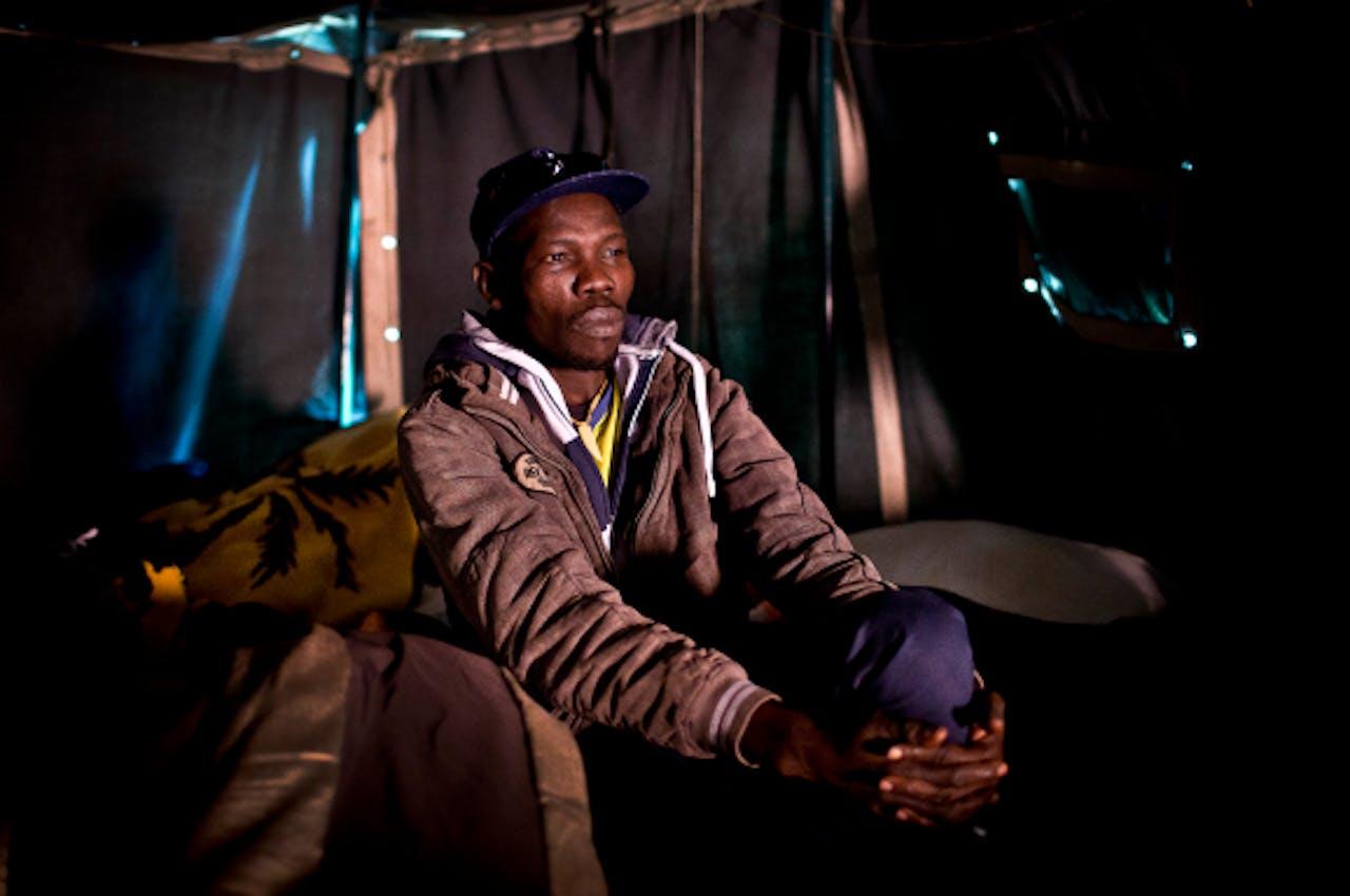 Foto: ANP - Een asielzoeker in het asielzoekerstentenkamp in Amsterdam Osdorp.