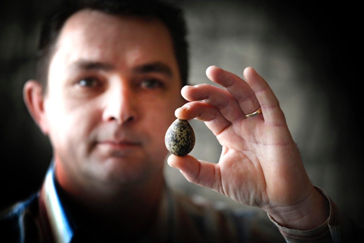 Foto: ANP. De vinder van het eerste ei in 2013