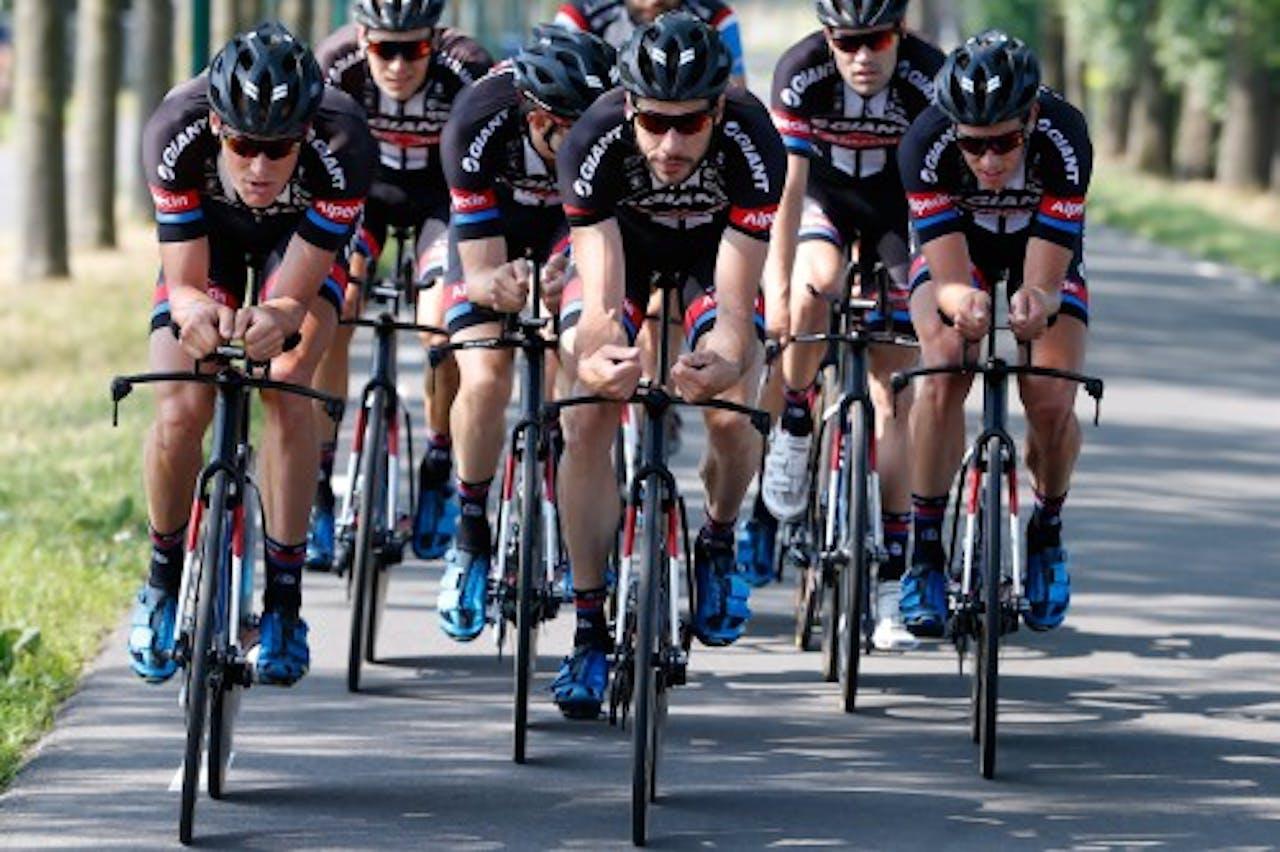 Roy Curvers (M) van Team Giant Alpecin in actie tijdens de training voorafgaand aan de Tour de France. ANP