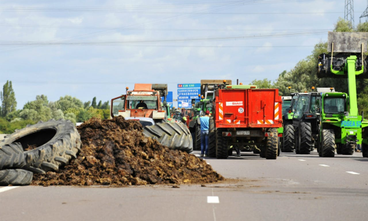 Foto: AFP - Franse boeren blokkeren de snelweg A31