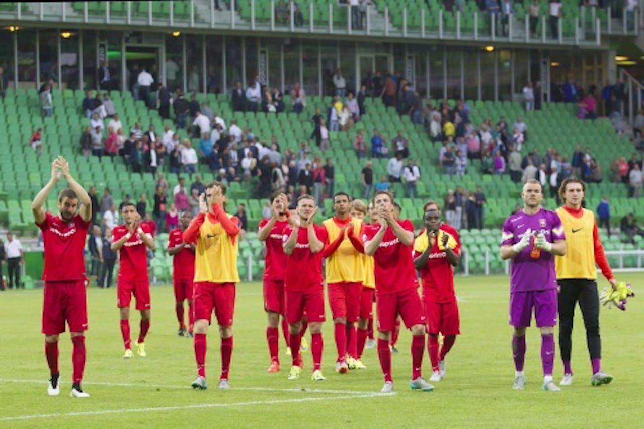 FC spelers van Twente bedanken het publiek. ANP