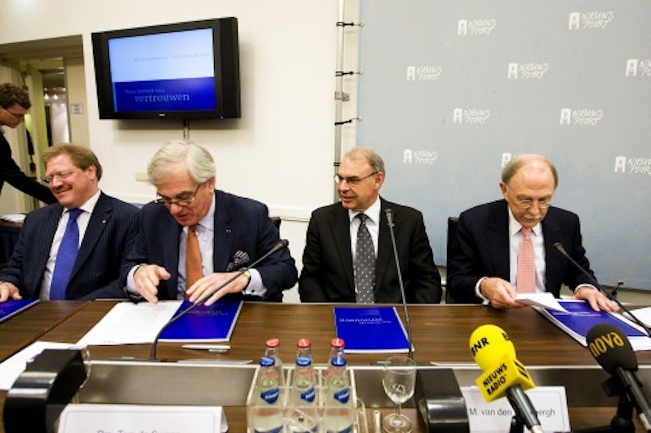 Sylvester Eijffinger, uiterst links. ANP