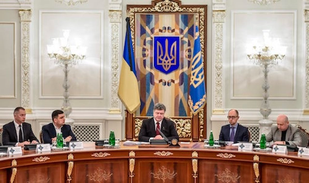 De Oekraïense president Poroshenko roept op tot de-escalatie. EPA