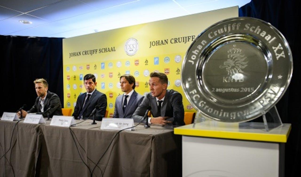 Rasmus Lindgren, Erwin van de Looi, Philip Cocu en Luuk de Jong tijdens de persconferentie voorafgaand aan de wedstrijd om de Johan Cruijff Schaal. (ANP)